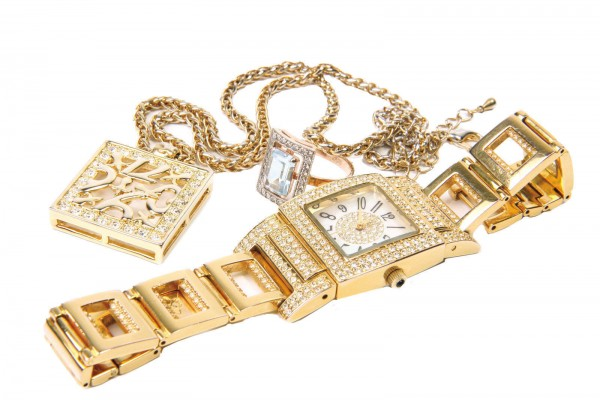 Gold-diamond-watch-600x400